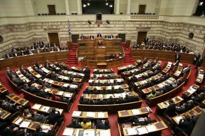 """Η κυβέρνηση εξηγείται:  """"γιατί δεν ζητάμε ψήφο της Βουλής για την παράταση"""""""