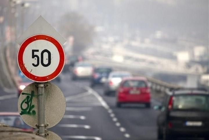 Έρχονται τα αυτοκίνητα που διαβάζουν της πινακίδες με το όριο ταχύτητας και  επιβαρδύνουν από μόνα τους