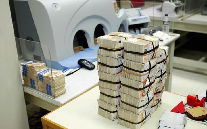 """Ποιοι έχουν πολλά λεφτά στις τράπεζες -Ο """"χάρτης"""" των καταθέσεων"""