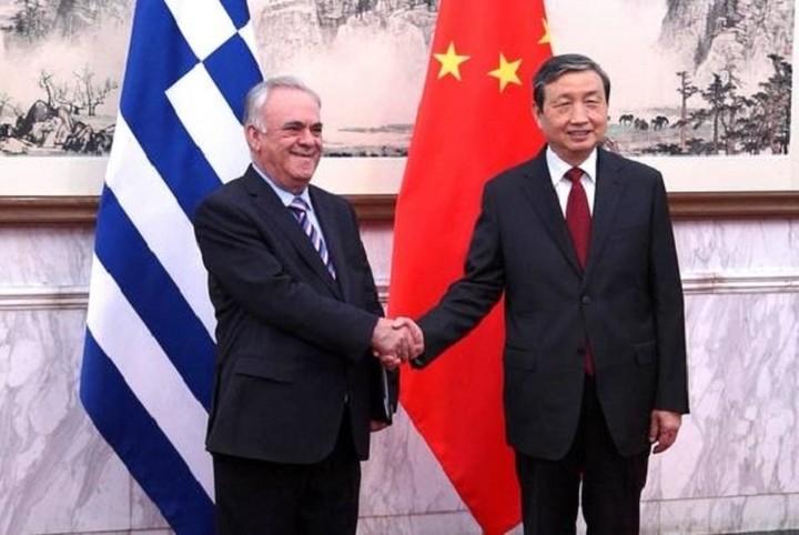 Εγκαινίασαν Δραγασάκης και Μα Κάι το «Έτος Ναυτιλιακής Συνεργασίας Ελλάδας-Κίνας 2015»