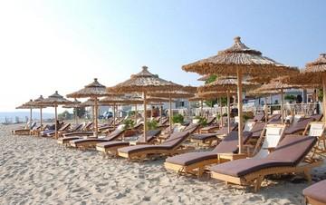 «Μπλόκο» σε ομπρέλες, ξαπλώστρες και καντίνες στις παραλίες!