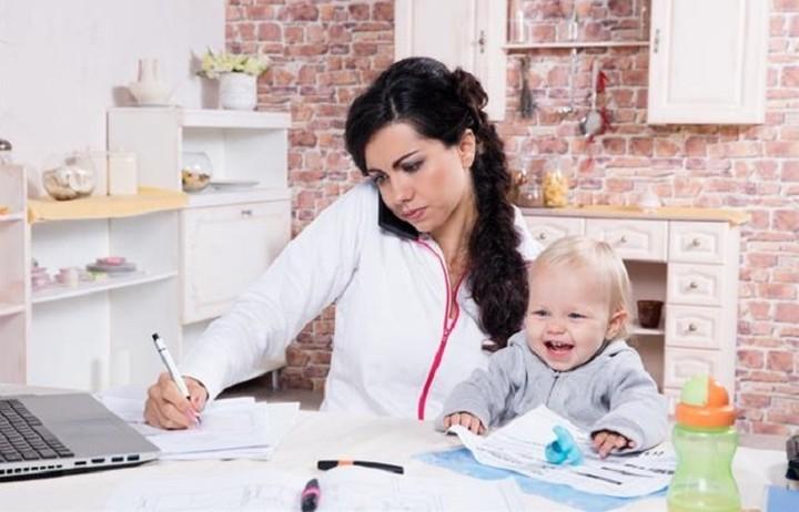 Τα μεγαλύτερα θύματα του μνημονίου οι εργαζόμενες μητέρες