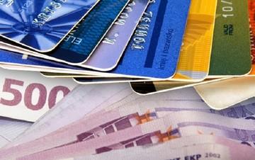 Μετρητά τέλος: Πληρωμές με κάρτα ακόμα και για 300 ευρώ