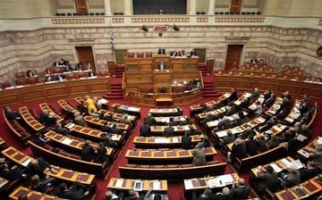 Σε εξέλιξη η συζήτηση στη Βουλή για την εξεταστική επιστροπή για τα μνημόνια