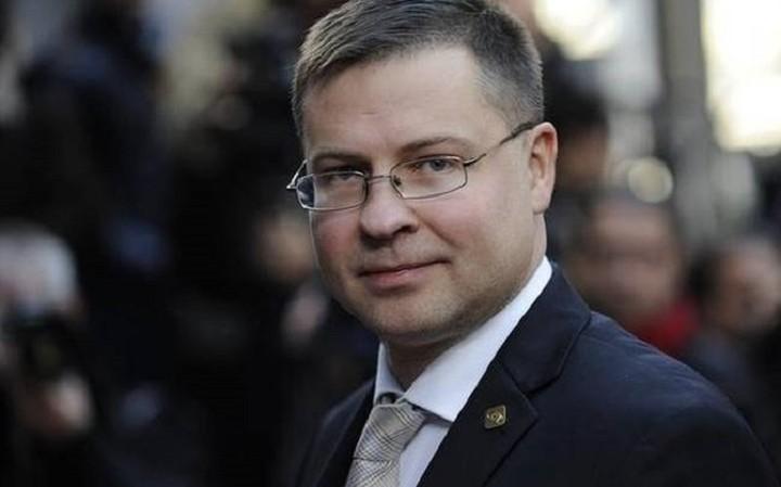 Ντομπρόφσκις:«Οι διαπραγματεύσεις για το ελληνικό ζήτημα έχουν αρχίσει να επιταχύνονται»