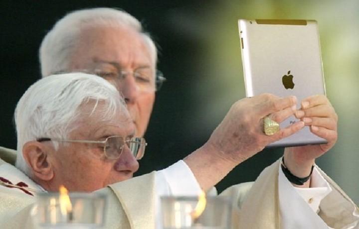 Το iPad του Πάπα Φραγκίσκου πουλήθηκε 30.500 δολάρια