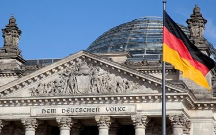 Αποκάλυψη: Η Γερμανία εξετάζει σχέδιο χρεοκοπίας της Ελλάδας χωρίς Grexit