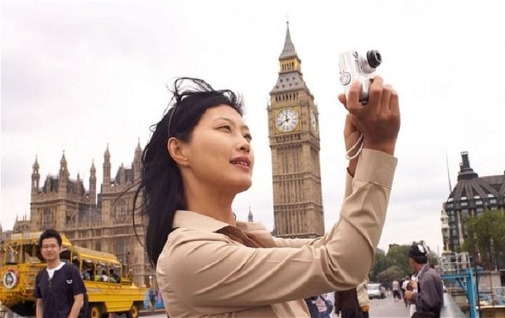 Ποιοι λαοί ξοδεύουν τα περισσότερα ως τουρίστες; (Λίστα)