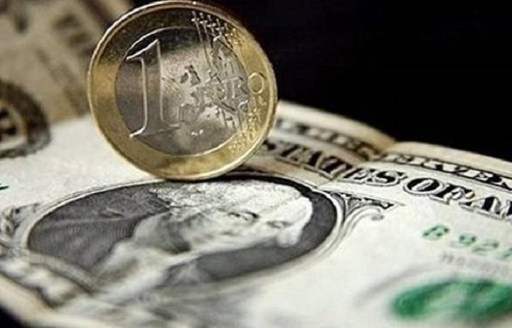 Μικρή άνοδο σημειώνει το ευρώ έναντι του δολάριου