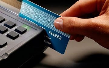 Επιστροφή 3% σε όσους χρησιμοποιούν πιστωτική κάρτα αντί για μετρητά