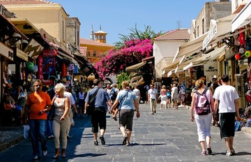 ΣΕΤΕ: Σημαντική πτώση στις τουριστικές κρατήσεις από τη Γερμανία και τη Βρετανία