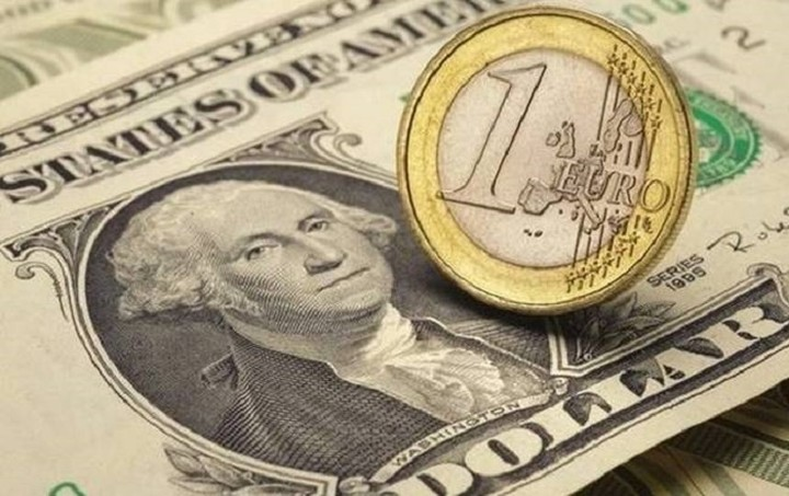Υποχωρεί το δολάριο λόγω... Ελλάδας
