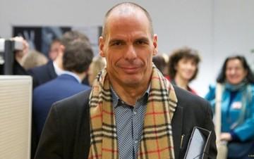Συνέντευξη Βαρουφάκη: «Παραλογισμός» η απαίτηση της τρόικας για συρρίκνωση του δημόσιου τομέα