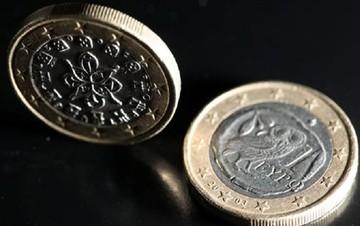 Στα 1,0678 δολάρια το ευρώ