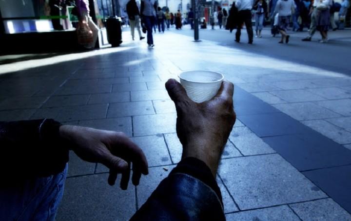 Εσείς πώς θα αντιδρούσατε αν ένας άστεγος σας έδινε χρήματα; (Βίντεο)