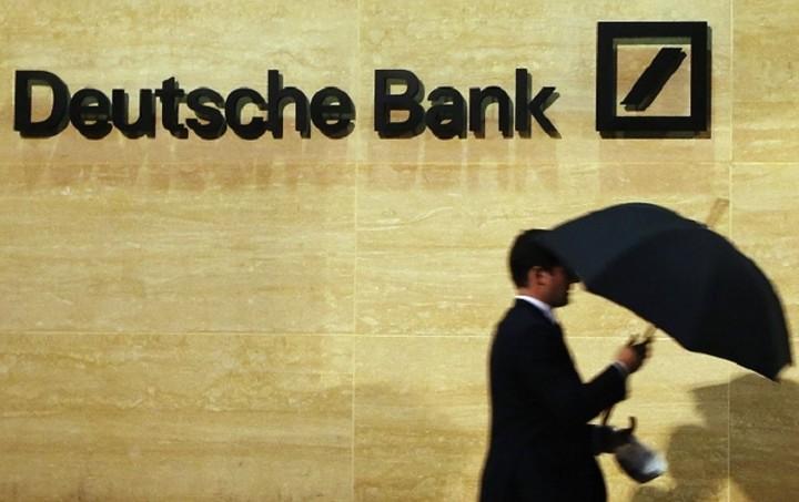 Deutsche Bank: Βάζει πωλητήριο στην Postbank