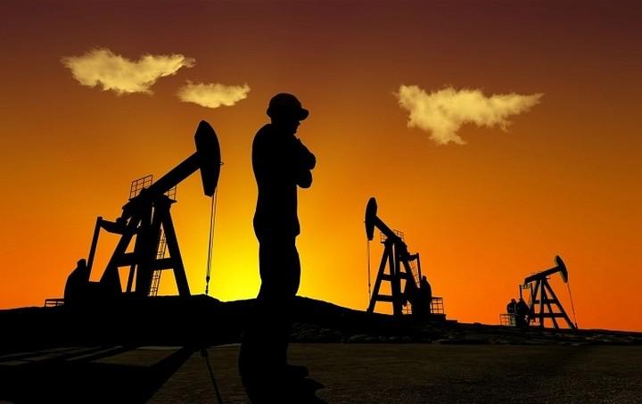 Πάνω από τα 65 δολάρια το βαρέλι η τιμή του πετρελαίου