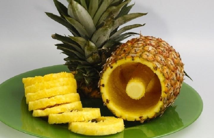 Πως να σερβίρετε έναν ανανά