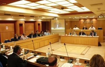 Η ΚΕΔΕ επιμένει στο «όχι» για τα διαθέσιμα μέχρι να γίνουν νόμος οι κυβερνητικές δεσμεύσεις