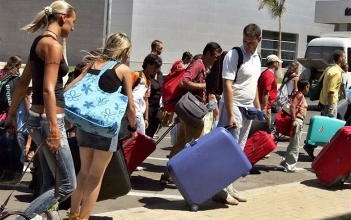 Βρετανικό ΥΠΕΞ στους τουρίστες: Κλείνουν τα ATM στην Ελλάδα - Πάρτε μαζί σας μετρητά