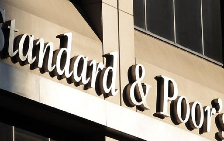 """S&P: Οι επενδυτές """"βλέπουν"""" περισσότερες πιθανότητες συμφωνίας για την Ελλάδα"""