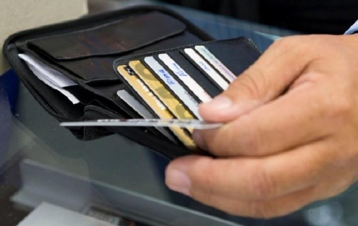 Σε ποια νησιά οι συναλλαγές θα γίνονται με κάρτα