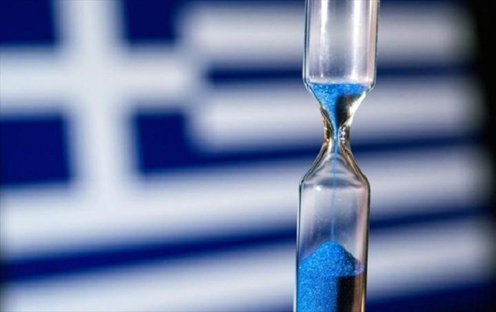 Bloomberg: Μπορεί η Ελλάδα να χρεοκοπήσει και να κρατήσει το ευρώ;