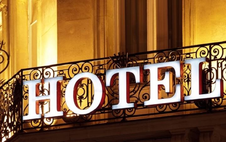 Έρχεται ειδικός φόρος διαμονής σε ξενοδοχεία