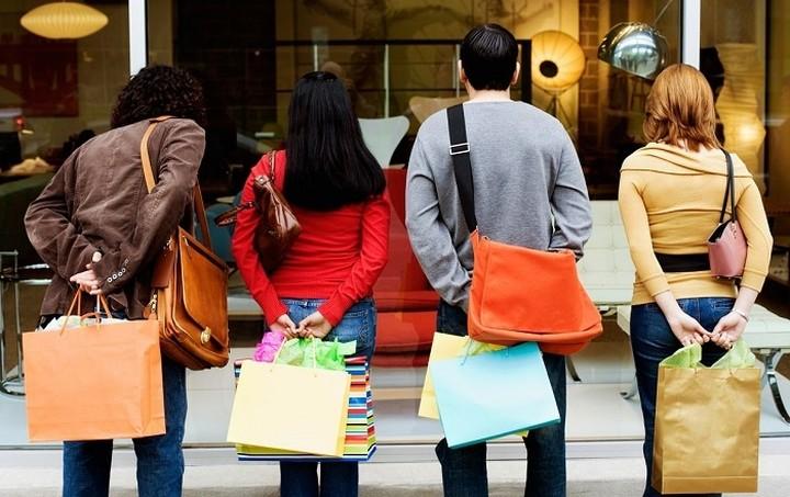 Εμπορικός Σύλλογος Αθηνών: Να λειτουργήσουν κανονικά τα καταστήματα την Κυριακή 3/05