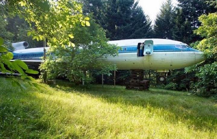 Δεν θα πιστεύετε τι δουλειά έχει ένα αεροπλάνο στη μέση του πουθενά