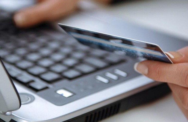 Οι τράπεζες «προικίζουν» τις χρεωστικές κάρτες ενόψει φορολογικών αλλαγών