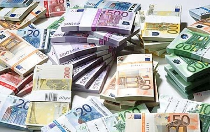 Die Welt: Λεφτά υπάρχουν στην Ελλάδα... μέχρι το τέλος του Ιουνίου