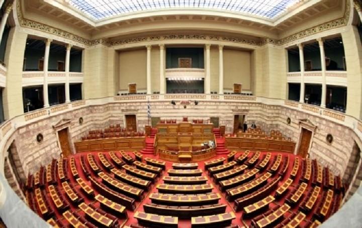 Βουλή: Ψηφίστηκαν και οι τροπολογίες του ν/σ για Δημόσια Διοίκηση