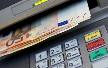 Έκαναν «φτερά» 35 δισ. ευρώ από τις τράπεζες μέσα σε ένα εξάμηνο