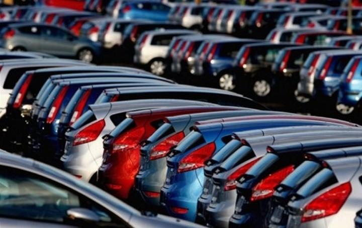 Πόσο θα πέσουν οι τιμές των αυτοκινήτων με τη μείωση του ΦΠΑ