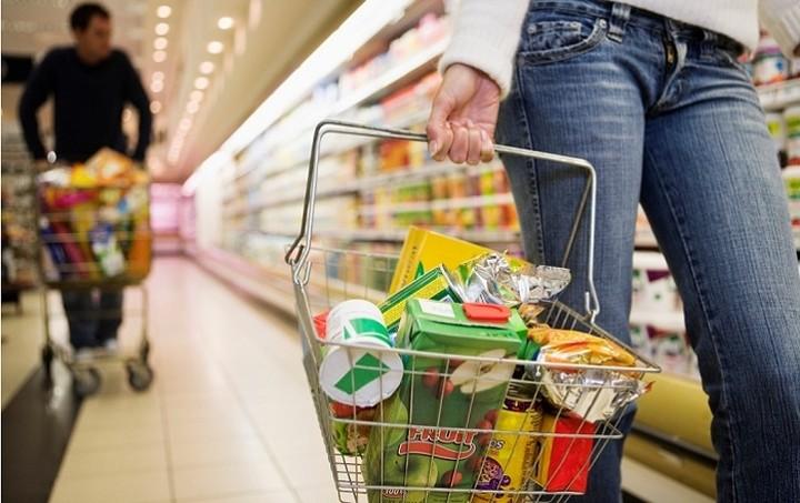 Μέτρα για μειώσεις στις τιμές των τροφίμων φέρνει η κυβέρνηση