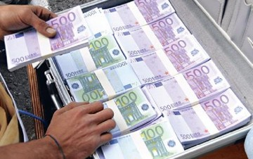 Έκαναν «φτερά» 10 δισ. ευρώ από τις τράπεζες το τελευταίο δίμηνο