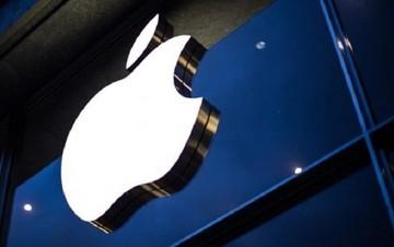 Οργιάζουν οι φήμες: Η Apple ετοιμάζεται να εξαγοράσει τη Blackberry