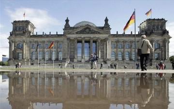 Γερμανία: Όχι στην ελληνική διάσωση χωρίς το ΔΝΤ