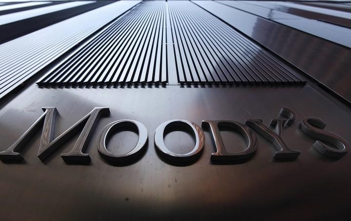 Καμπανάκι» για τις ελληνικές τράπεζες από Moody's