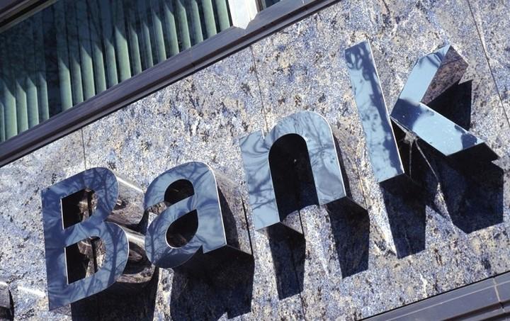 """Πόσο """"κούρεμα"""" των διαθεσίμων τους αντέχουν οι τράπεζες"""