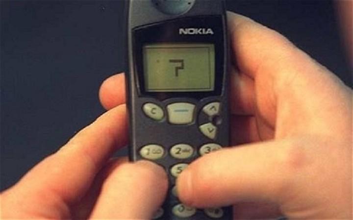 Αυτά τα κινητά άφησαν εποχή - Κινητά με κουμπιά και πορτάκια που δεν ξέμεναν από μπαταρία