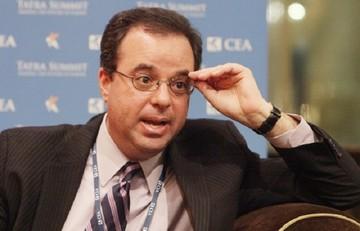 Ο Πίτερ Σπίγκελ επιβεβαιώνει τον Βαρουφάκη για το Eurogroup της Ρίγας