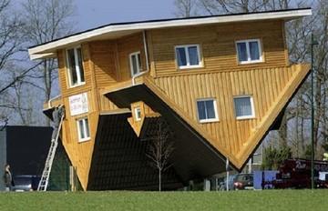 Κι όμως υπάρχει: Ένα σπίτι χτισμένο πραγματικά ανάποδα!