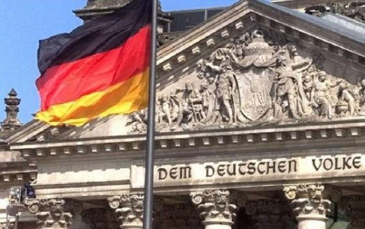 Γερμανικό ΥΠΟΙΚ: Δεν συζητείται σενάριο διπλού νομίσματος στην Ελλάδα