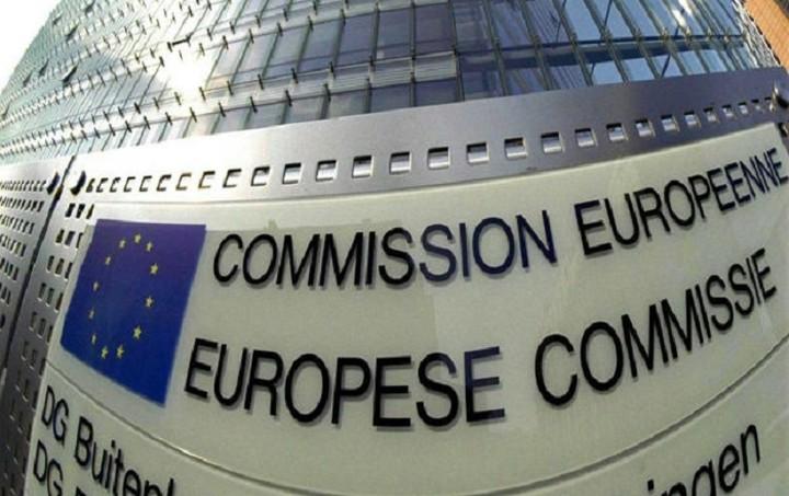 Bloomberg: Σχέδιο εκτάκτου ανάγκης για τις ελληνικές τράπεζες ετοιμάζει η ΕΕ