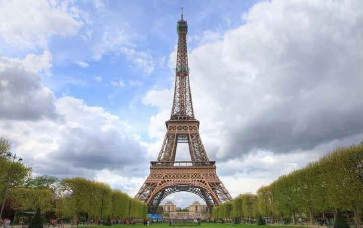 Στάση εργασίας στον πύργο του Άιφελ ... εξαιτίας των πορτοφολάδων!