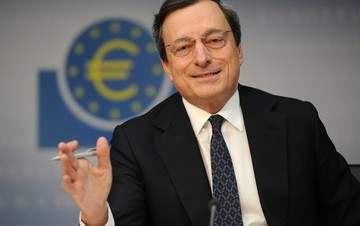 «Καμπανάκι» Ντράγκι: Απειλή για την Ευρωζώνη τα υψηλά επιτόκια