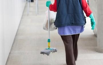 Έρχεται κύμα προσλήψεων καθαριστριών σε όλο το Δημόσιο