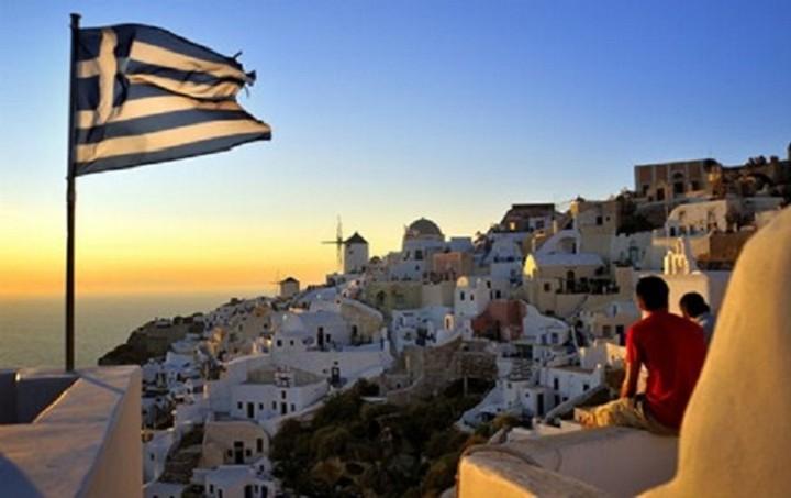 ΤτΕ: Αυξάνονται οι αφίξεις, μειώνονται τα έσοδα από τους τουρίστες [Πίνακας]